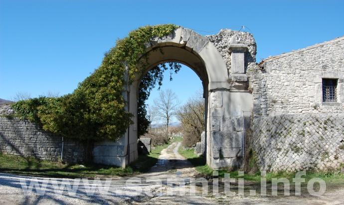 Saepinum - Porta Benevento